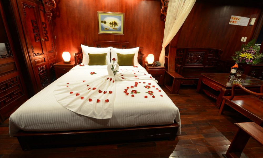Ha long bay Royal Palace Cruise 2 Days 1 night